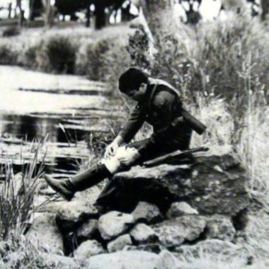 Mad Max Mel Gibson sitting between takes on a rock near the Rothwell Bridge c1979